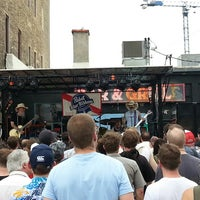 รูปภาพถ่ายที่ Grumpy's Bar & Grill โดย Brian L. เมื่อ 7/20/2013