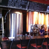 รูปภาพถ่ายที่ Los Muertos Brewing โดย Gourmetalhead เมื่อ 7/13/2013