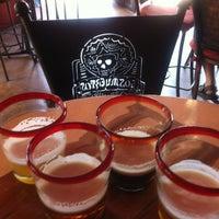 รูปภาพถ่ายที่ Los Muertos Brewing โดย Gourmetalhead เมื่อ 4/13/2013