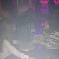 Foto tomada en Chorus Karaoke & Lounge por Helen el 4/20/2013