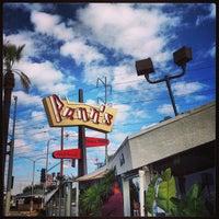 1/1/2013 tarihinde Raven M.ziyaretçi tarafından Pann's Restaurant & Coffee Shop'de çekilen fotoğraf