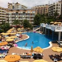 Foto tomada en Club Paradiso Hotel & Resort por Harri S. el 6/28/2013