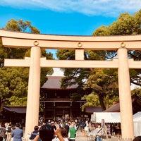Foto tirada no(a) Honden (Main Shrine) por Dokarefu em 11/11/2018