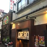 Das Foto wurde bei 丸万焼鳥 本店 von Dokarefu am 9/20/2018 aufgenommen