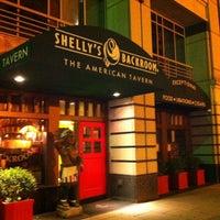 Foto scattata a Shelly's Back Room da Carlos C. il 11/5/2012