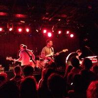 รูปภาพถ่ายที่ Paradise Rock Club โดย Justine J. เมื่อ 4/11/2013