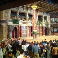 Foto tirada no(a) Shakespeare's Globe Theatre por Marika F. em 7/12/2013