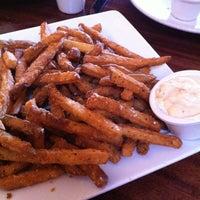 Das Foto wurde bei Hyde Park Bar & Grill von Kimberly M. am 10/27/2012 aufgenommen