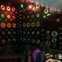 Foto tirada no(a) Three Sheets Bar por Bayless B. em 4/19/2013