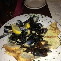 Foto tirada no(a) Molly Cool's Seafood Tavern por Gwenn B. em 4/13/2013
