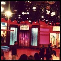 Photo prise au The Wendy Williams Show par Valentina I. le5/15/2013