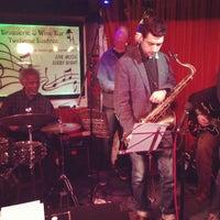 Photo prise au Brasserie & Wine Bar Toulouse Lautrec par Chris C. le12/17/2012