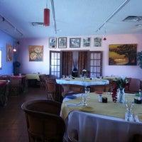 Photo prise au Los Equipales Restaurant par Garth O. le10/17/2012
