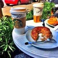 Das Foto wurde bei Starbucks von Funda am 4/22/2015 aufgenommen