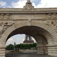 Das Foto wurde bei Pont de Bir-Hakeim von Jonathan F. am 7/15/2013 aufgenommen