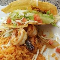Foto tirada no(a) Genoveva's Fine Mexican Food & Grill por Osvaldo M. em 5/6/2014