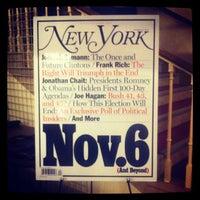 Foto tirada no(a) The Town Hall por Nadia N. em 10/21/2012