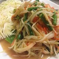 Foto diambil di Sri Siam Cafe oleh Tommy S. pada 12/25/2013