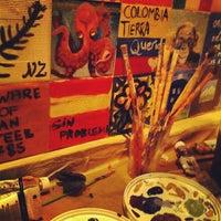 Foto tomada en Barrio Shoreditch por Amanda F. el 12/18/2012