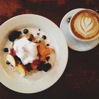 Das Foto wurde bei Tiago Espresso Bar + Kitchen von Audrey L. am 7/8/2013 aufgenommen