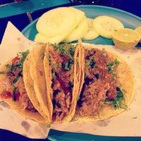 Foto tirada no(a) Tacos Charly por Patricia M. em 5/17/2014