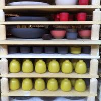 9/16/2012 tarihinde Brian H.ziyaretçi tarafından Heath Ceramics'de çekilen fotoğraf