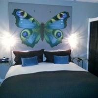 Снимок сделан в Crescent Hotel Beverly Hills пользователем a k 1/10/2013