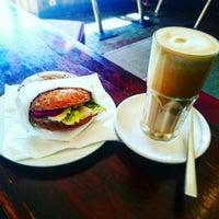 Foto scattata a Einstern Coffee Bar da Patrick J. il 6/10/2016