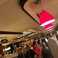 Foto scattata a The Plaza Food Hall da Sara R. il 10/28/2018