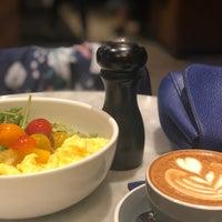 Foto tomada en Black Fox Coffee Co. por Sara R. el 11/6/2018