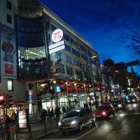 รูปภาพถ่ายที่ Mariahilfer Straße โดย Martin O. เมื่อ 2/8/2013