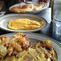 Снимок сделан в East Market Diner пользователем Charles D. 2/16/2013