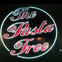 11/8/2012 tarihinde Suzzette M.ziyaretçi tarafından Pasta Tree Restaurant & Wine Bar'de çekilen fotoğraf