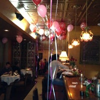Photo prise au Pasta Tree Restaurant & Wine Bar par Suzzette M. le2/15/2013