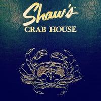10/16/2012 tarihinde Tyler W.ziyaretçi tarafından Shaw's Crab House'de çekilen fotoğraf