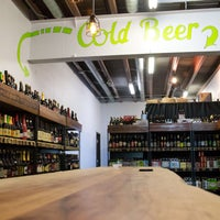 Foto scattata a WhichCraft Beer Store da WhichCraft Beer Store il 6/13/2014