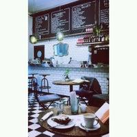 Foto tomada en Victoria Brown Bar por Gachimaya el 4/13/2014