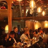 5/17/2014 tarihinde Era Art Bar & Loungeziyaretçi tarafından Era Art Bar & Lounge'de çekilen fotoğraf