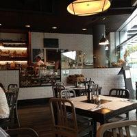 Foto tomada en Peponne Healthy Food & Bakery por Adriana D. el 5/11/2013