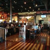 Foto scattata a BJ's Restaurant & Brewhouse da Chad R. il 7/26/2013