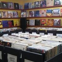 Foto scattata a Mojo Vinyl da Nick M. il 3/30/2013