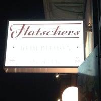 Das Foto wurde bei Flatschers Bistrot und Bar von Julia H. am 3/11/2014 aufgenommen