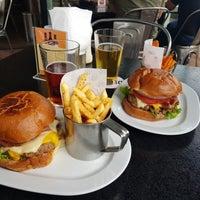 Foto tirada no(a) Duke's Burgers & Beer por Marisol M. em 8/24/2018