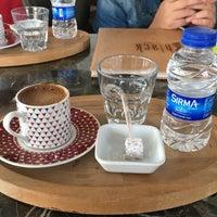 Foto scattata a My Black Cafe da Mutlu Ç. il 11/10/2018
