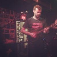 รูปภาพถ่ายที่ The Pour House Music Hall โดย Russ T. เมื่อ 6/2/2013