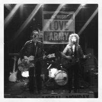 รูปภาพถ่ายที่ The Pour House Music Hall โดย Russ T. เมื่อ 8/27/2013