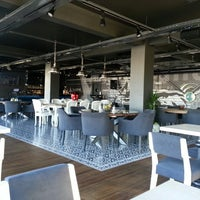 3/4/2013 tarihinde serhat K.ziyaretçi tarafından Mint Restaurant & Bar'de çekilen fotoğraf