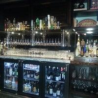 2/9/2014 tarihinde SUZY Q.ziyaretçi tarafından The Greyhound Bar & Grill'de çekilen fotoğraf