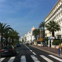 รูปภาพถ่ายที่ Promenade des Anglais โดย Dmitry B. เมื่อ 4/19/2013