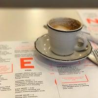 Foto tirada no(a) Cafe Neon por Kael R. em 2/5/2017